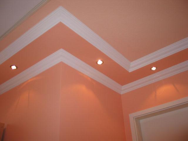 kartonpiyer, tavan ile duvarın kesiştiği yerde dekorasyon amaçlı kullanılan kartonpiyer malzemesi